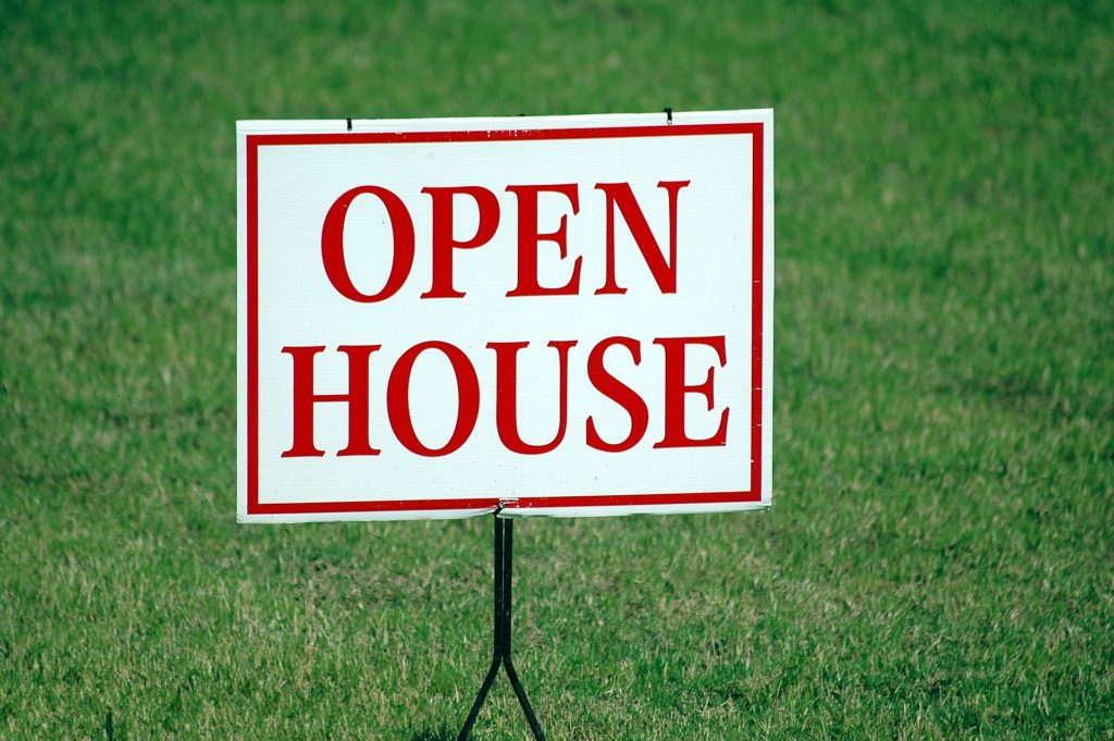 Open house sign for tenant turnover